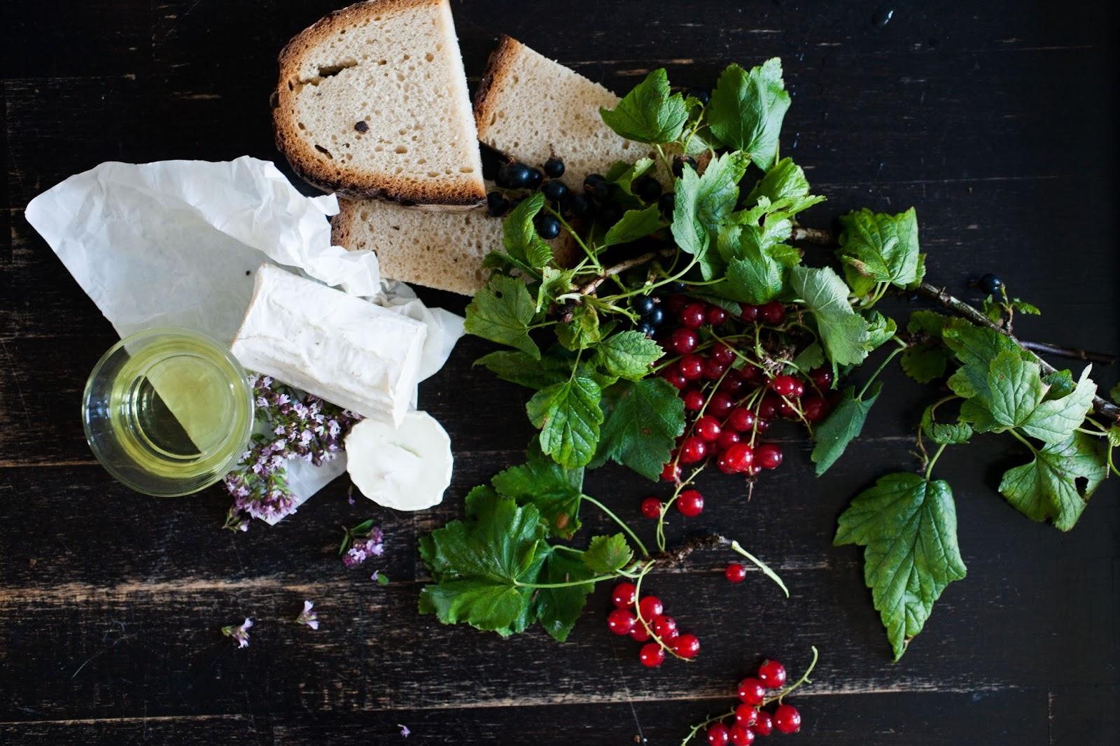 The Byk: kanapka z kozim serem i porzeczkami