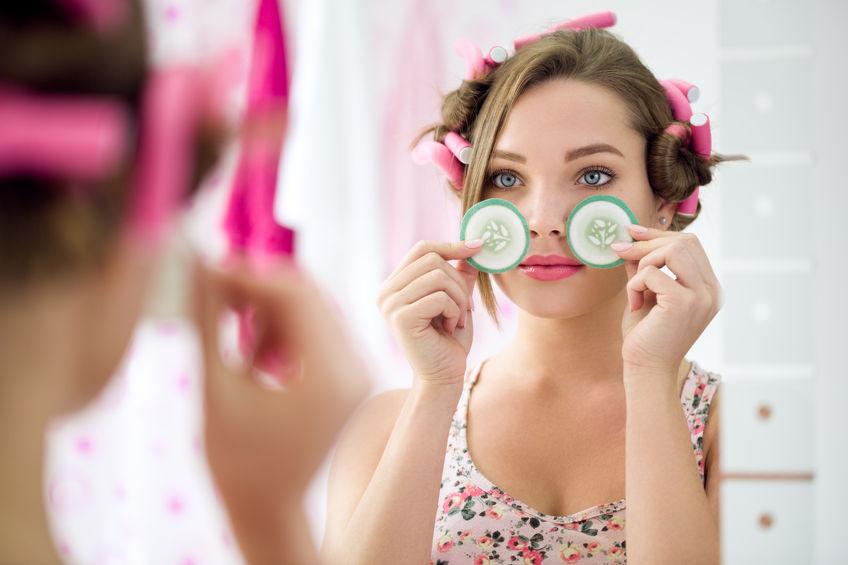 Co możesz zrobić dla skóry wokół oczu, aby poprawić jej wygląd?