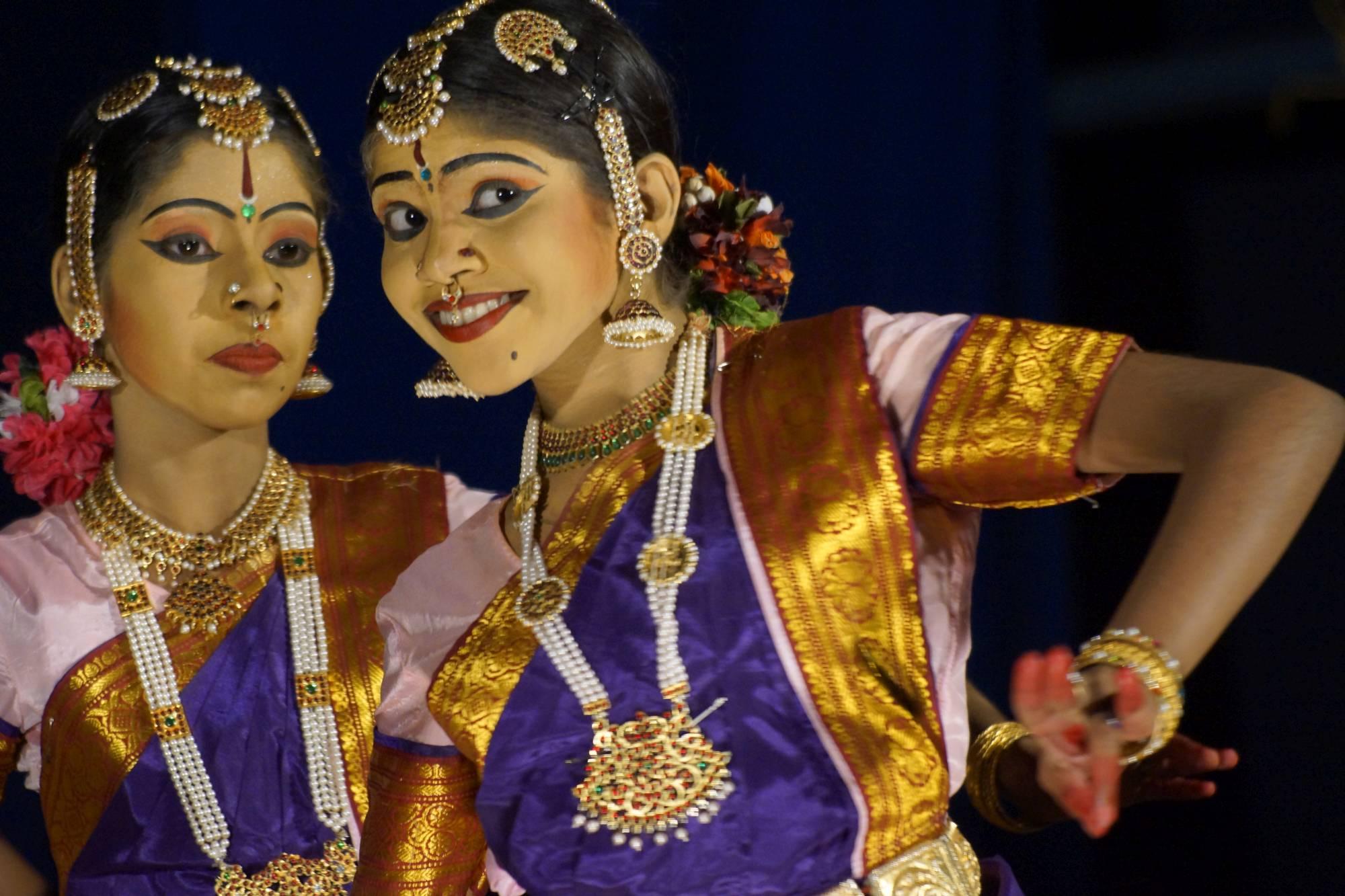 Zjawiskowe tancerki keralskiego festiwalu