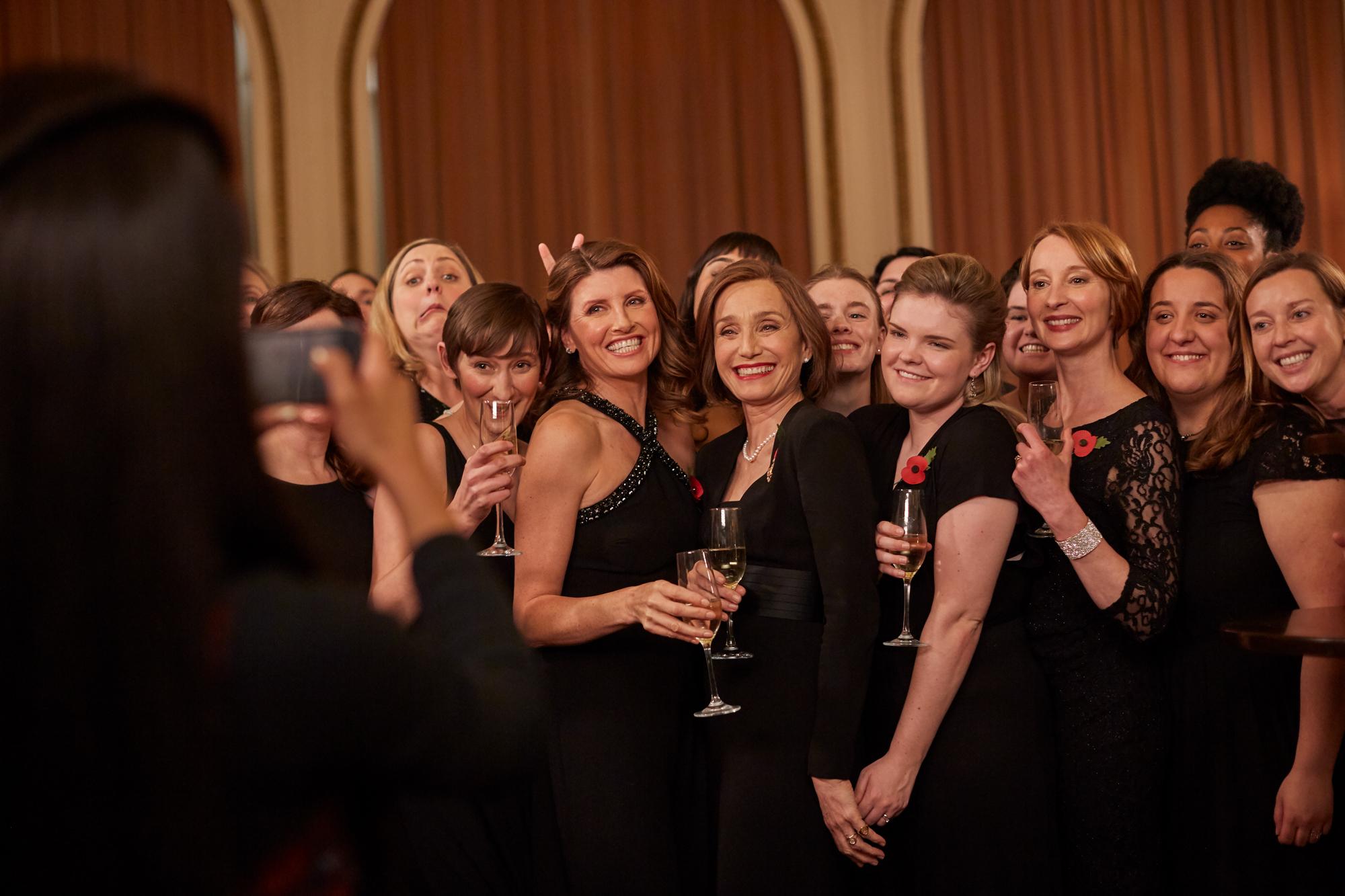 """Kristin Scott Thomas o pewności siebie, feminizmie i filmie """"Pojedynek na głosy"""""""