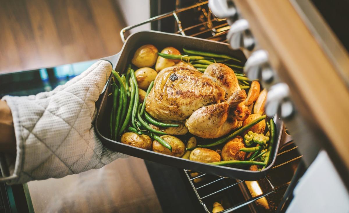 Kurczak nie musi być nudny – 4 pomysły na potrawy obiadowe z kurczaka, które cię zaskoczą
