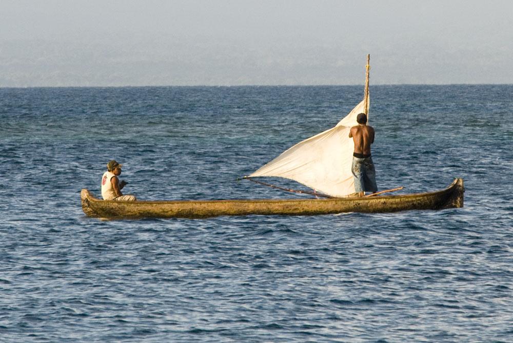 Canoe, drewniana łódka używana przez Indian Kuna.jpg