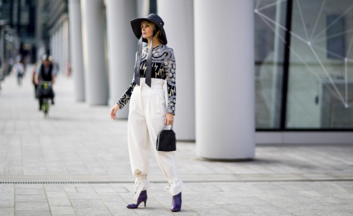 Białe spodnie - stylizacje. Co do nich założyć, aby stworzyć spójny outfit?