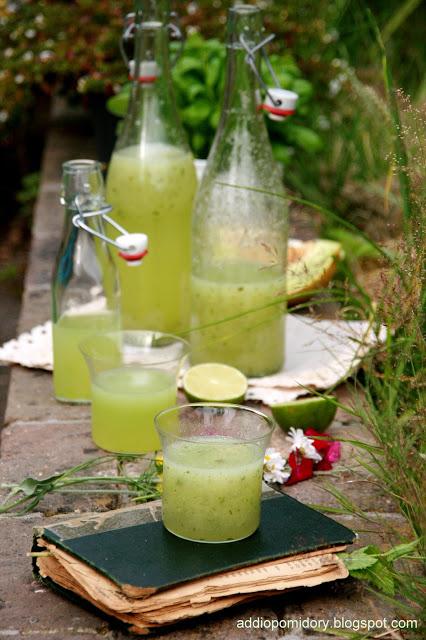 Lemoniada z melona, bazylii i limonki.