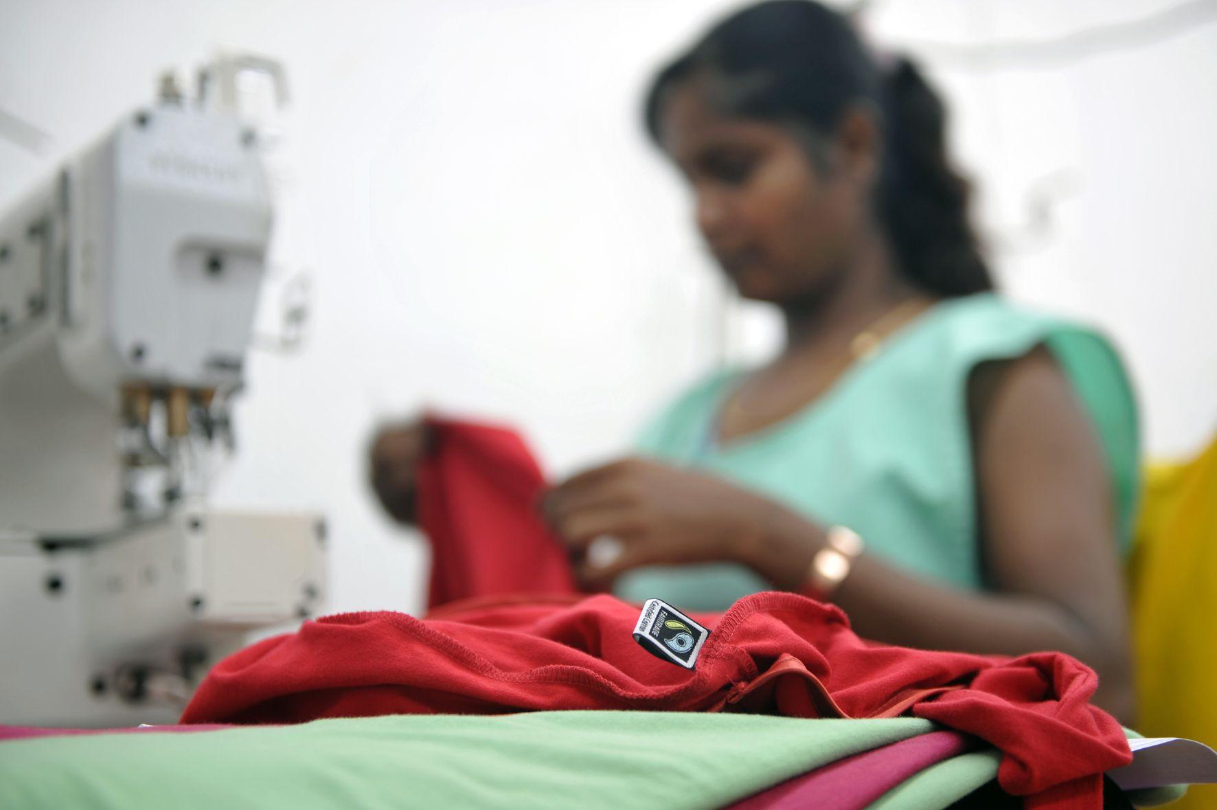 Fabryka Craft Adid Mauritius, ubranie z bawełny Fairtrade, fot. Manfred Winner