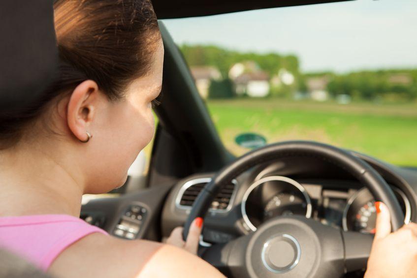 Jak bezpiecznie i bezstresowo prowadzić samochód? – 3 wskazówki