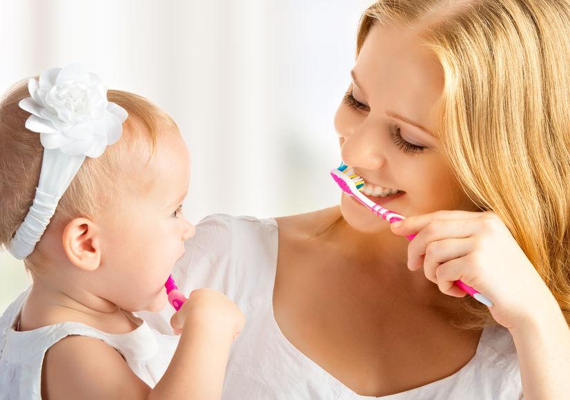 Jak dbać o zęby dziecka, żeby były zdrowe? – 10 podstawowych zasad