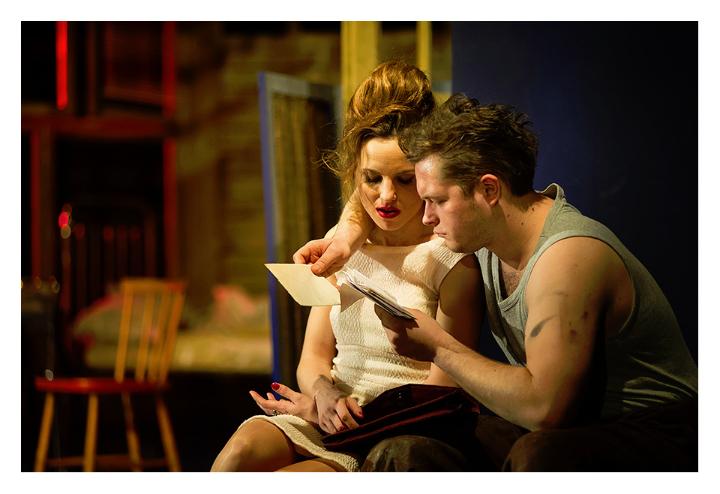"""""""Tramwaj zwany pożądaniem"""" w Teatrze Ateneum. Blanche uwodzi i przeraża"""