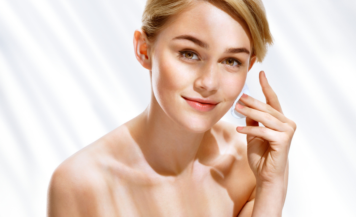 Trądzik różowaty, naczynka i rumień - zadbaj o skórę właściwie. Garść porad od dermatologa dr Łukasza Preibisza