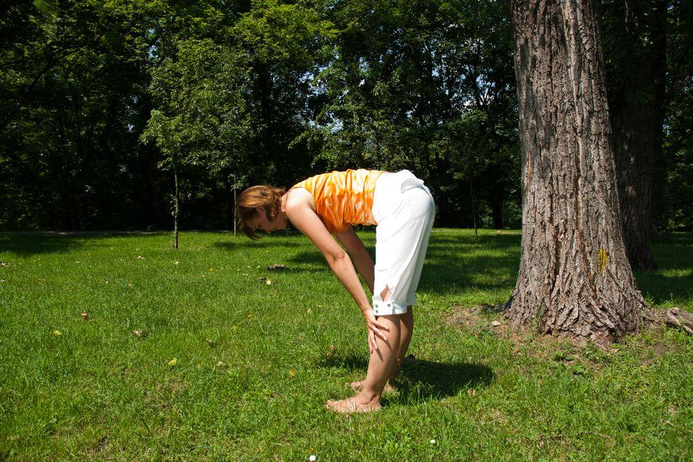 Joga na trawie – ćwiczenie numer 9: wzmocnij plecy i popraw posturę