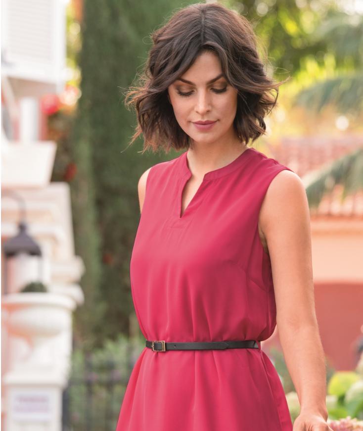 Zmysłowa, elegancka, uniwersalna – kilka słów o czerwonej sukience