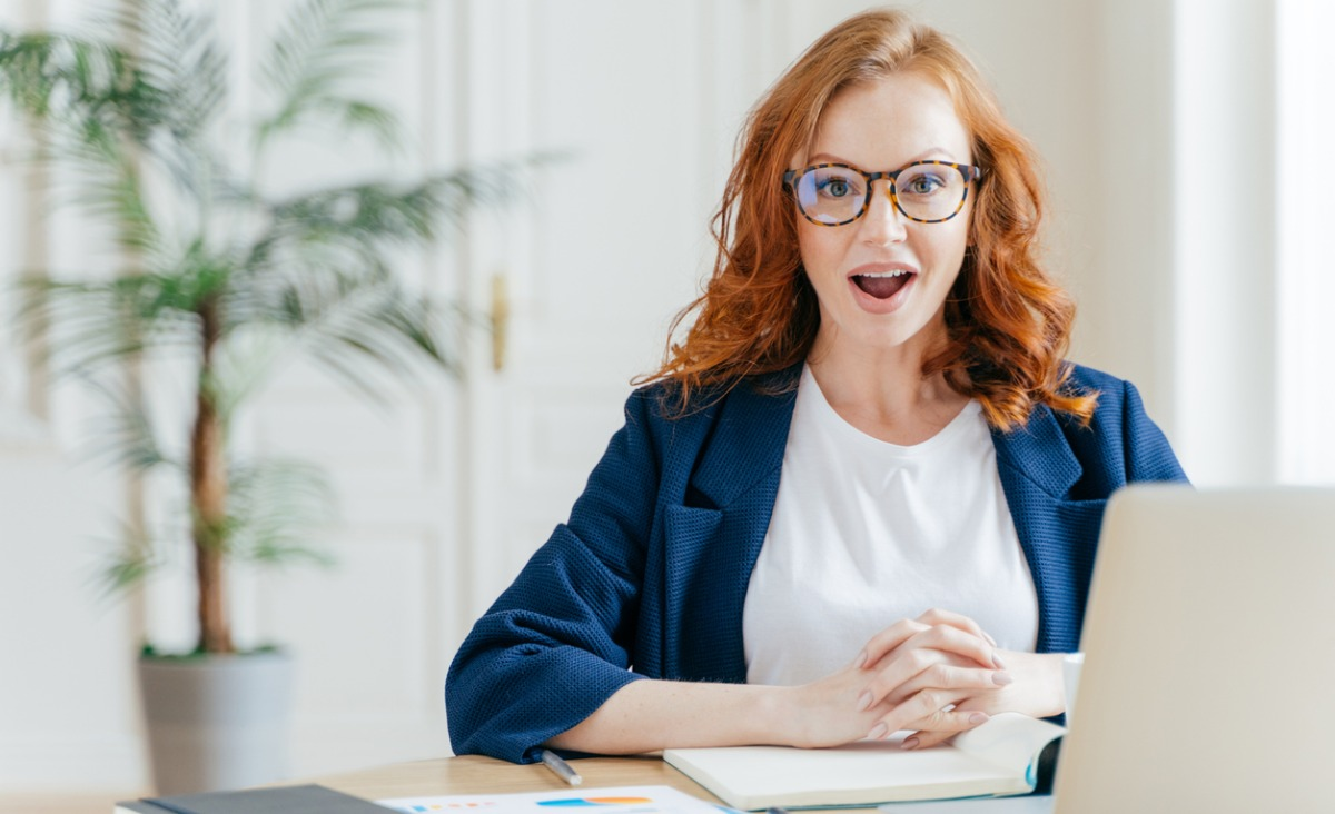 Komunikacja w pracy: na czym polega strategia zdziwienia?