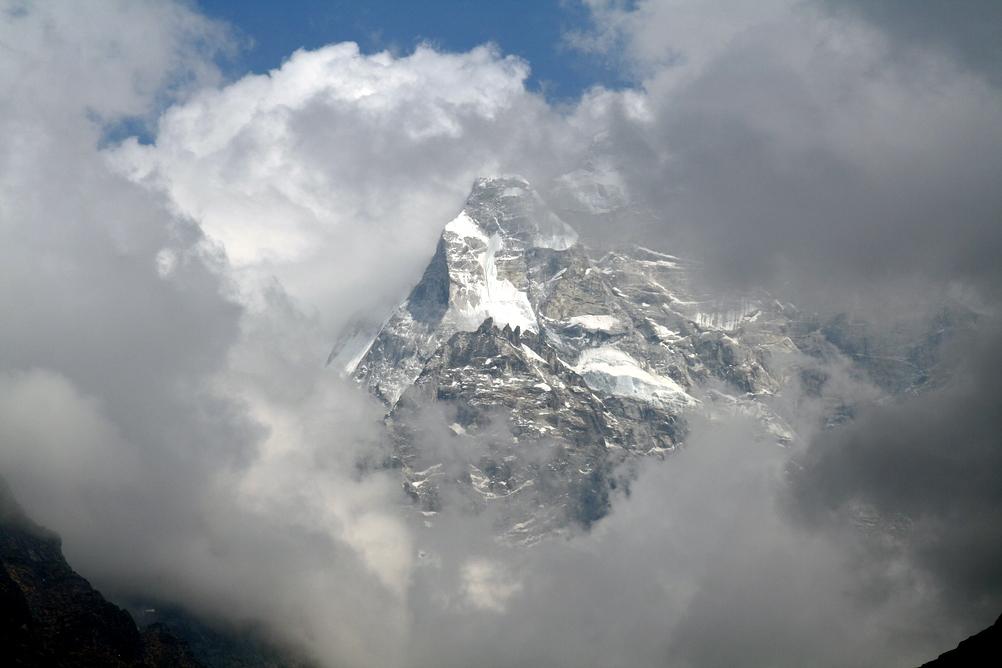Mount Everest przesunął się o 3 centymtery