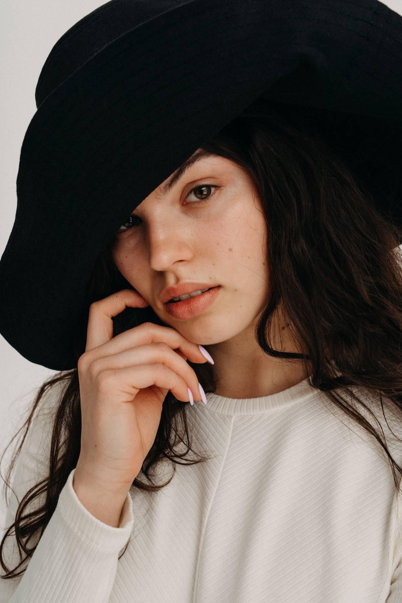 Sweter na lata. Rozmowa z Julią Turewicz, twórczynią marki NAGO