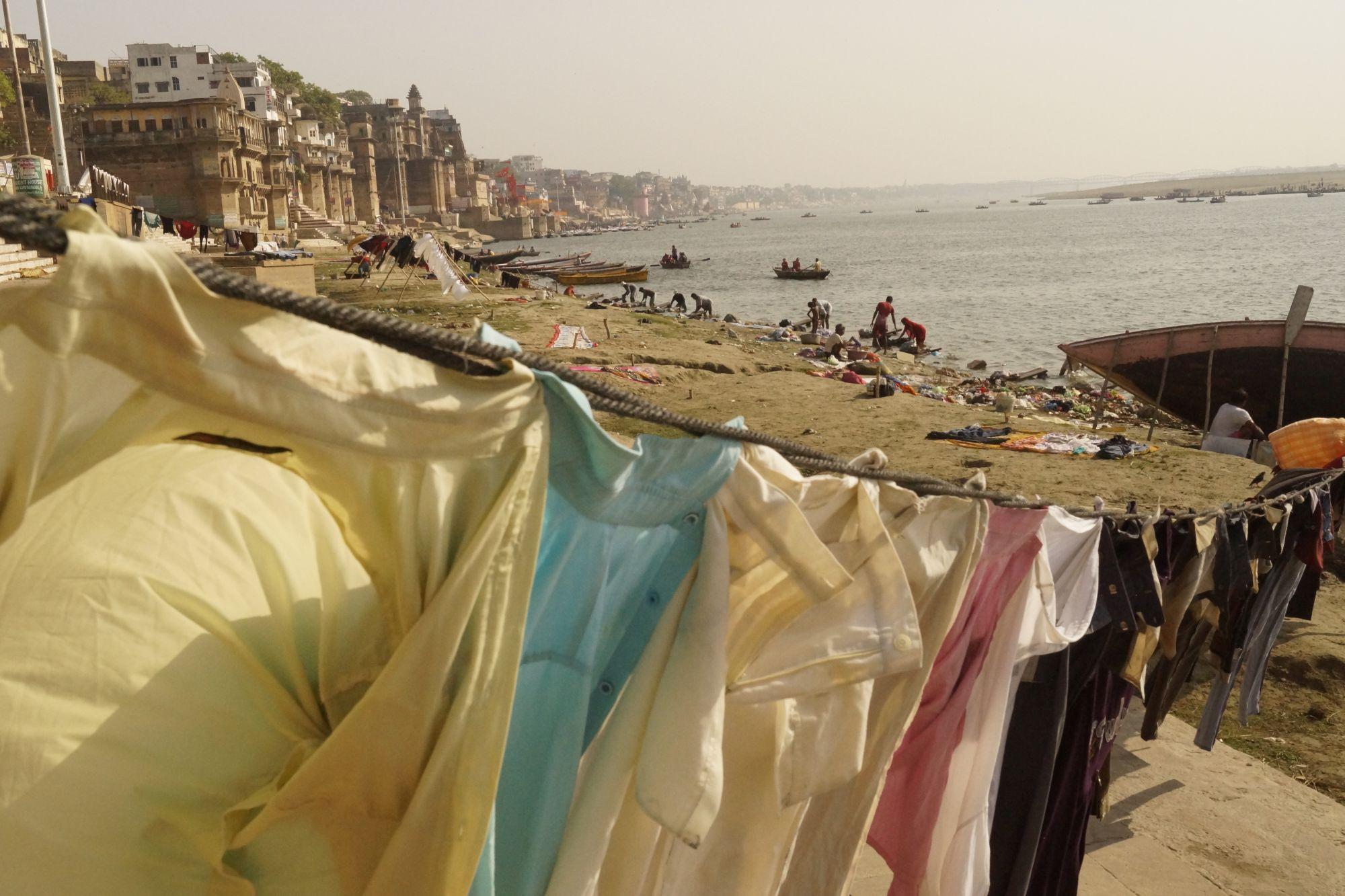 Poranne pranie w Waranasi