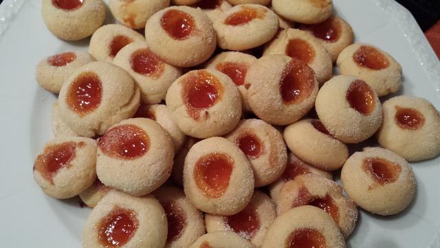 Swiąteczne ciastka  z dziurka i marmoladka_katarzyna_wronska
