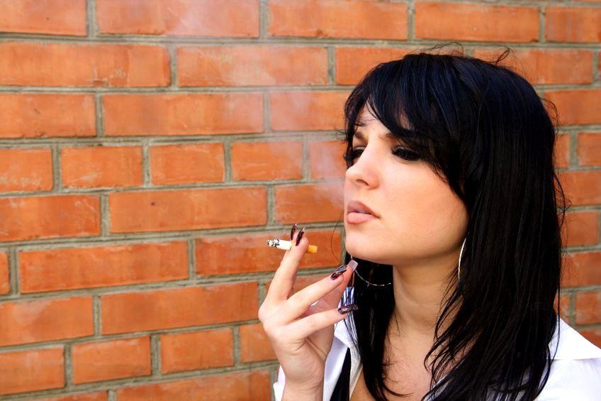 Palisz papierosy? Jesteś mniej wydajna w pracy