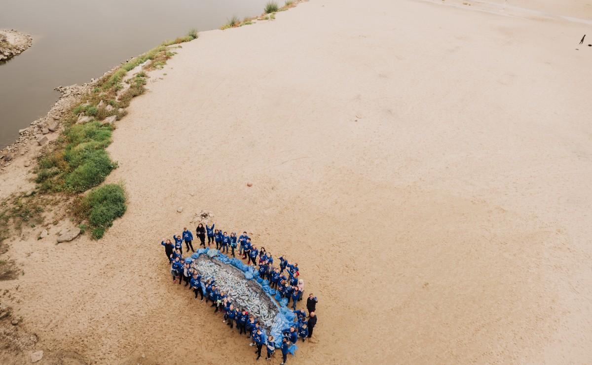 W Polsce sprzątanie plaży odbyło sie 23 września w Warszawie. Kilkudziesięciu wolontariuszy zebrało wówczas około 230 kg odpadów z miejskiej plaży.