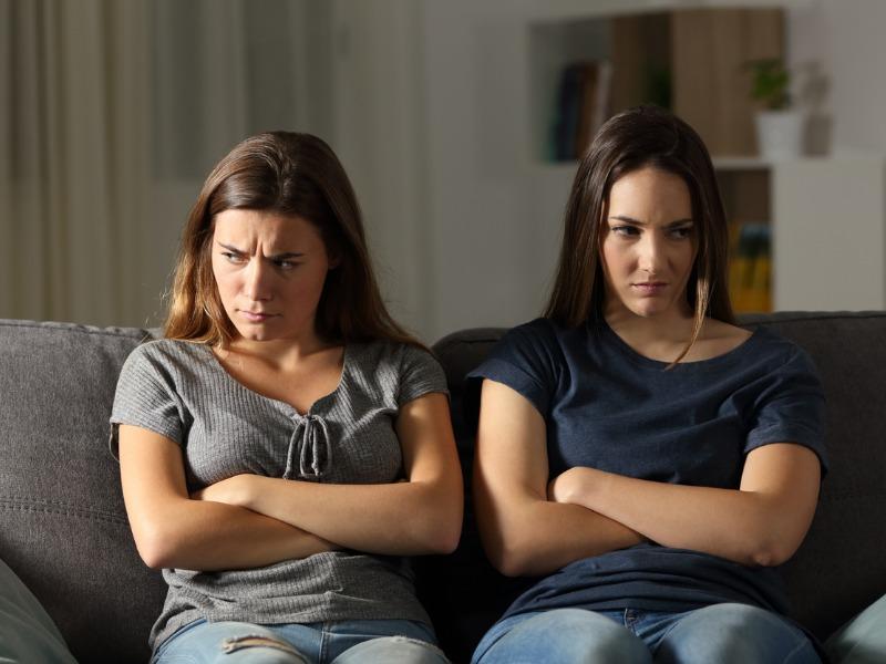 Siostrzeństwo obowiązkowe - czy trzeba kochać siostrę?