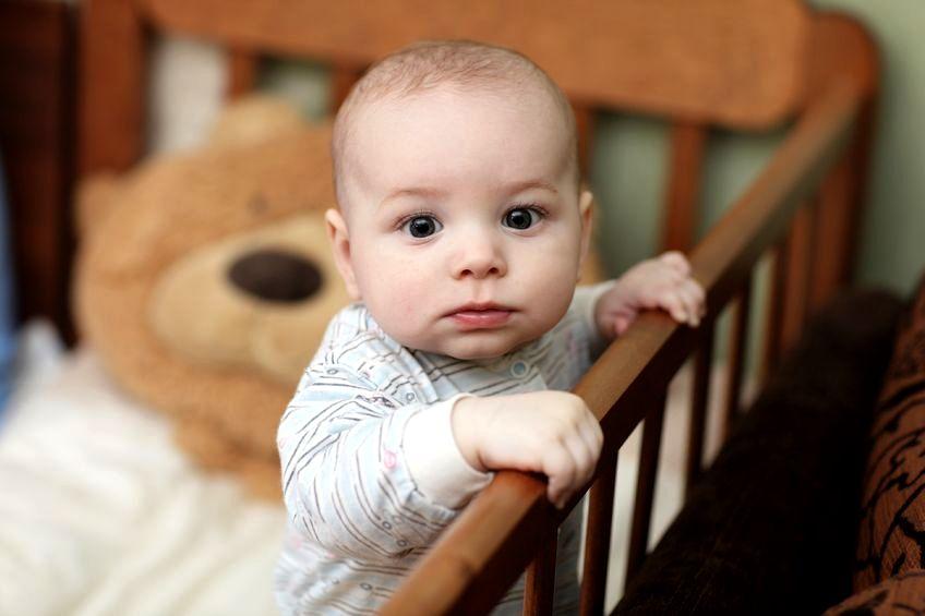 Błędy, jakie popełniamy, ucząc dziecko spania