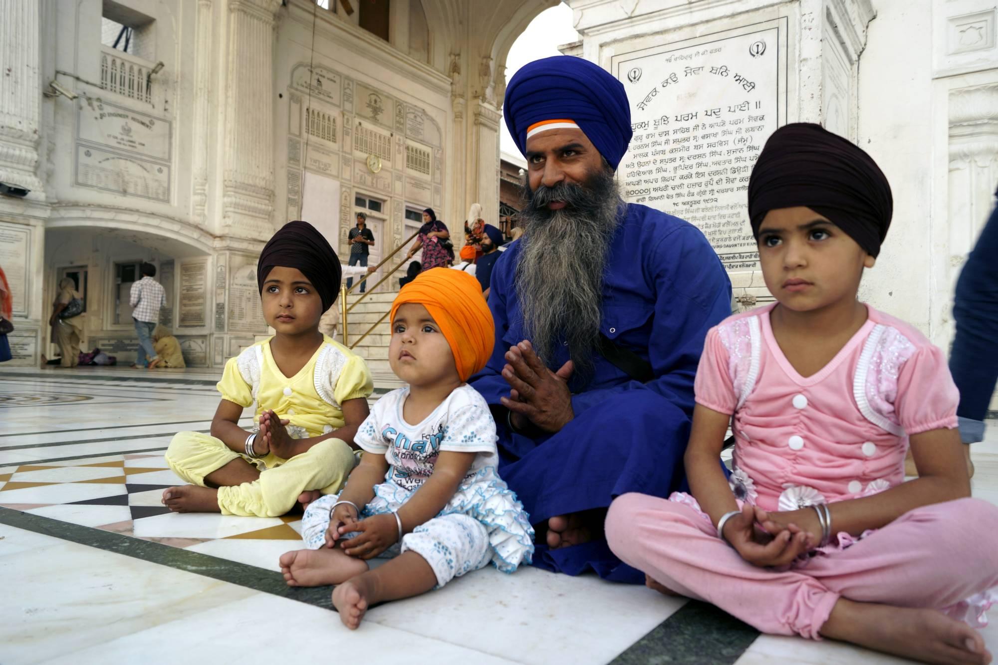 Pobożna rodzina Sikhów