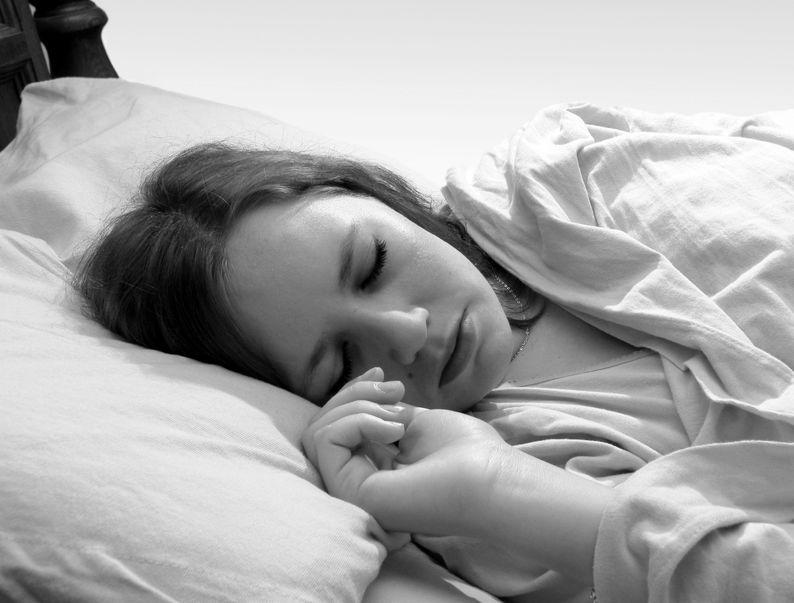 Spanie w kompletnych ciemnościach środkiem przeciwko depresji