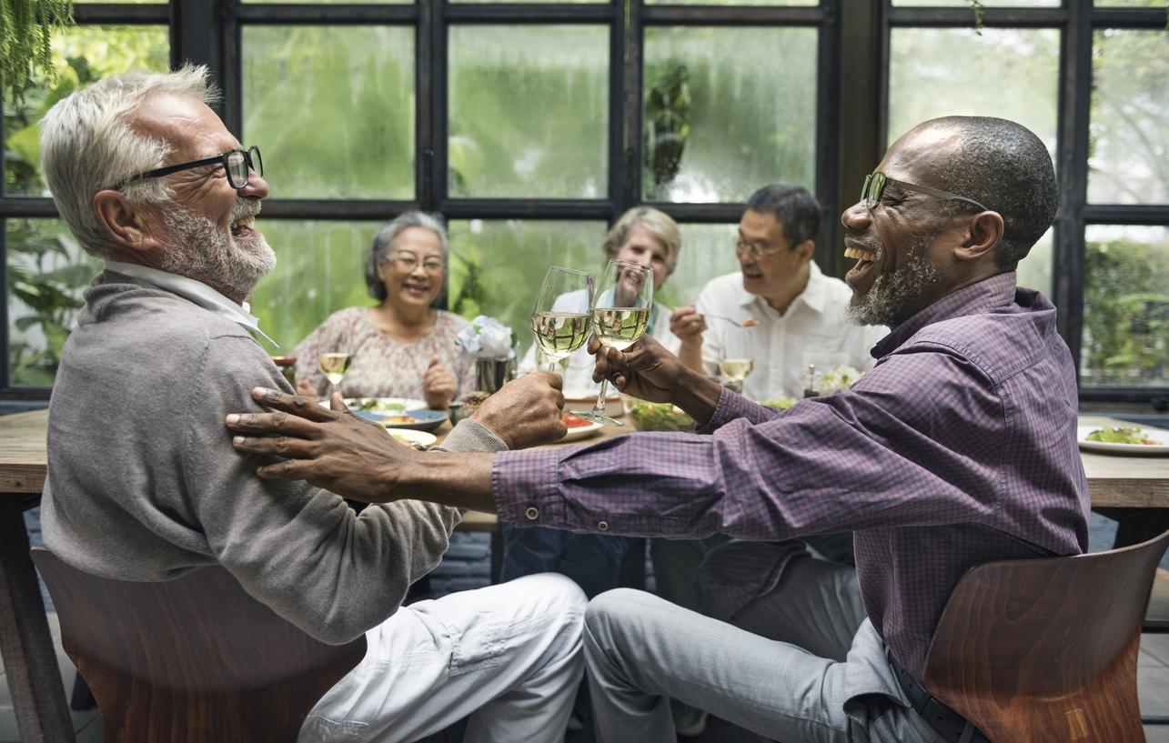 Diamentowe więzi: jak żyć, żeby mieć zapewnione wsparcie społeczne?