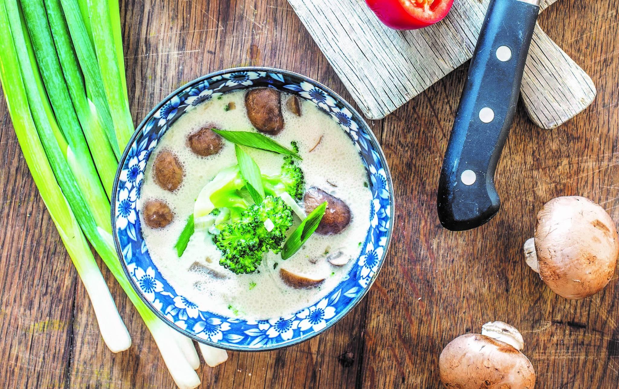 Wspaniała zupa miso z galangalem