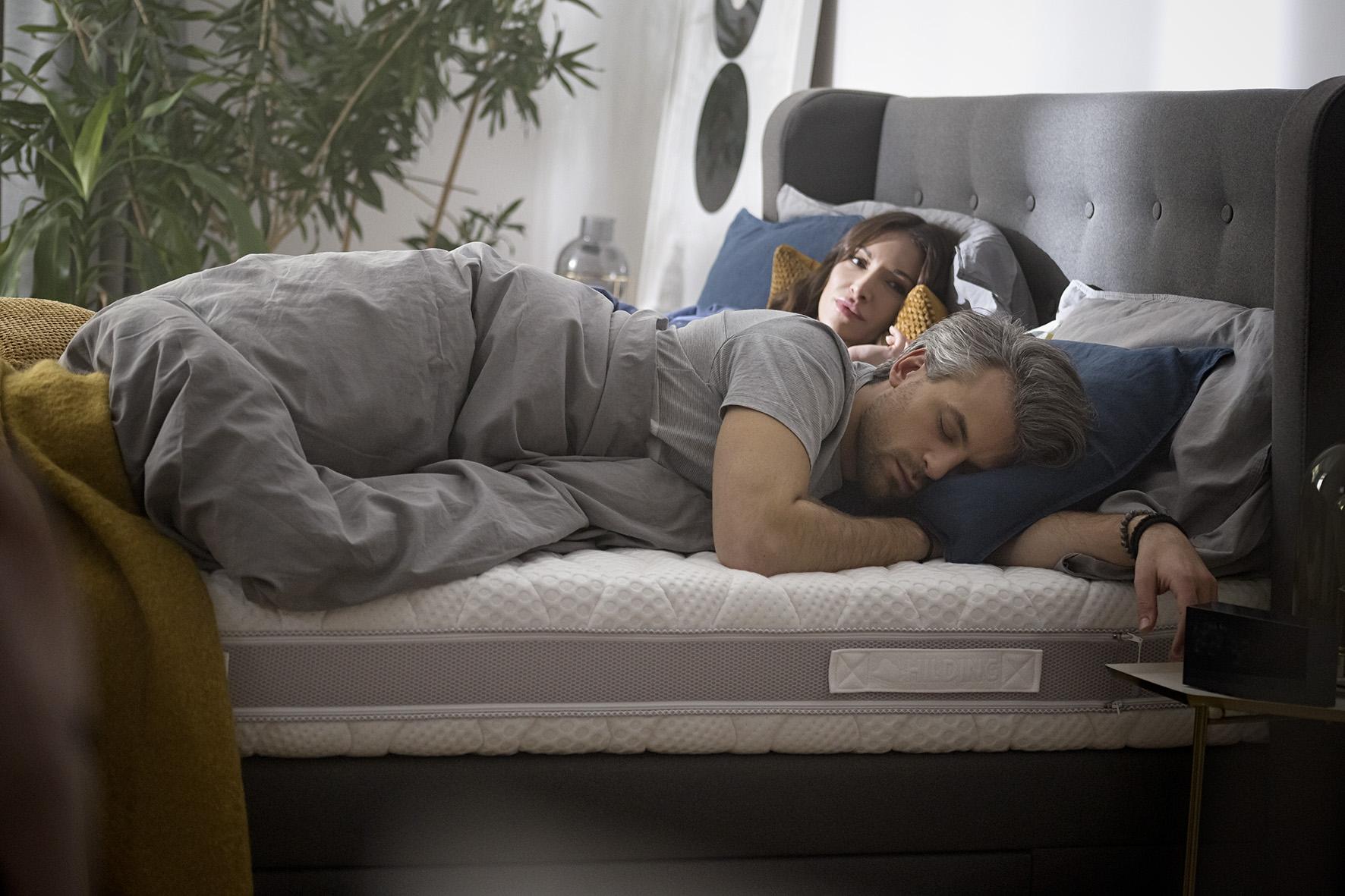 Dla kogo zalecane jest spanie na poduszce profilowanej?