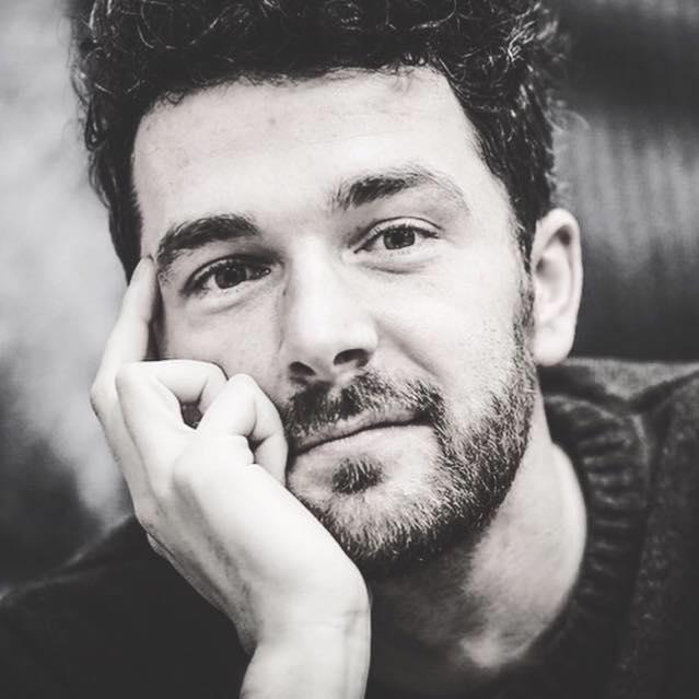 """""""Byłem panią domu"""". Wywiad zpoetą i blogerem Jakobe Mansztajnem"""
