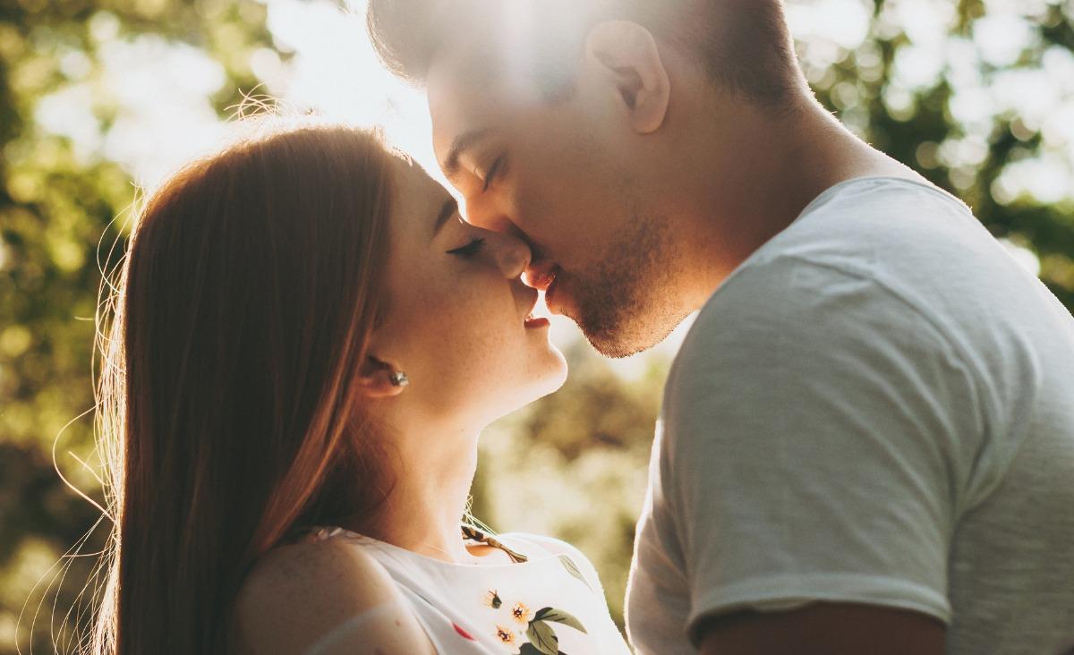 Dlaczego pocałunki są tak istotne dla relacji?