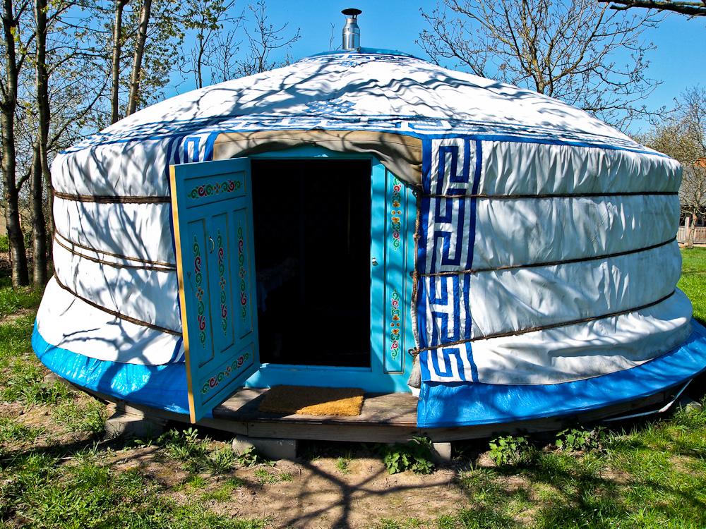 Pomysł na weekend - najedz się serów i idź spać do jurty!