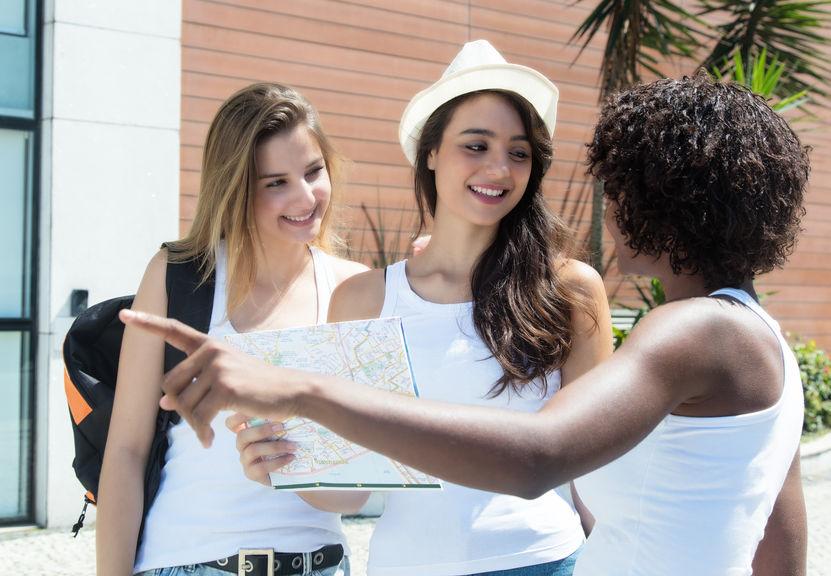 Wakacyjny savoir - vivre: jak zachować się w odległych krajach?