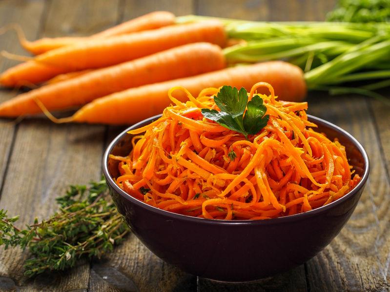 Sałatka z kolorowych marchewek
