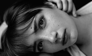 2017/01/syndrom-dda-pokonac-lek-przed-bliskoscia-black-and-white-closeup-portrait-of-calm-woman-picture-id1220436476.jpg