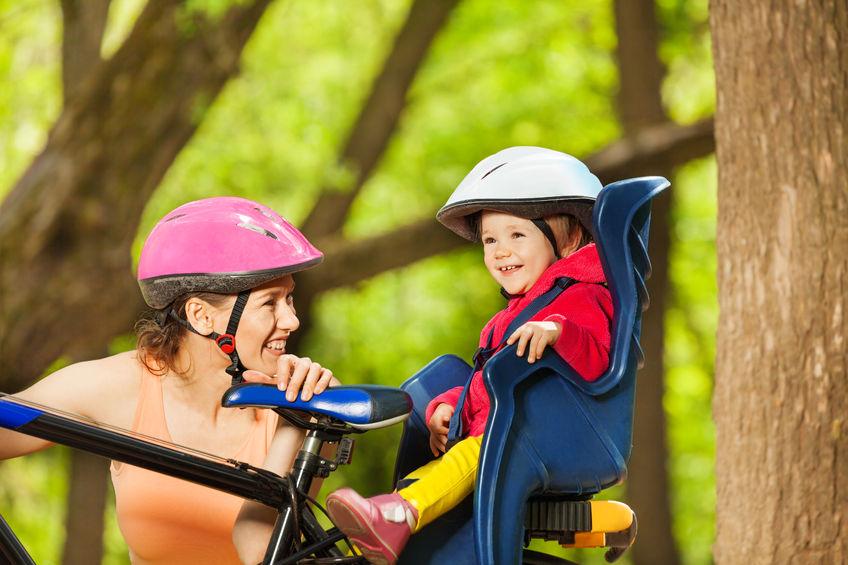 Z małym dzieckiem na rowerze