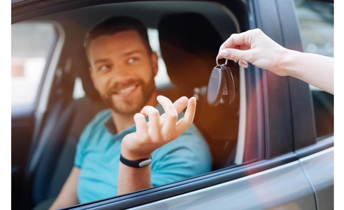 Polacy coraz chętniej korzystają z wypożyczalni aut. Sprawdź, dlaczego warto wynająć samochód!