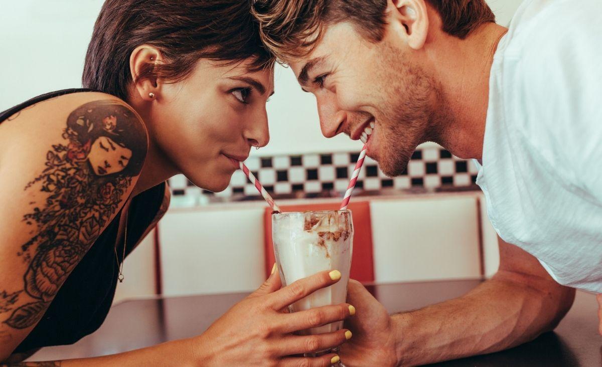 Lekki, niezobowiązujący, a dający wiele przyjemności. Po co nam flirt?