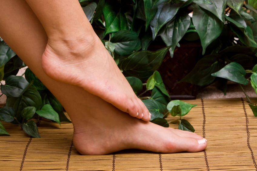 Zmień postawę ciała ćwicząc jogę - stopy