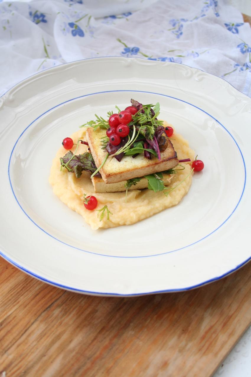 Roślinożerna Rokicka: puree z młodej brukwi ze smażonym marynowanym tofu z sałatką