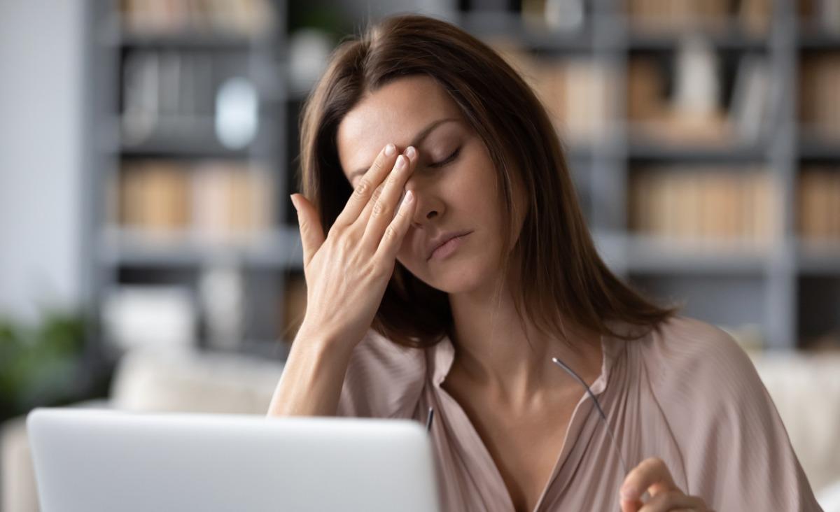 Zapalenie spojówek - objawy, leczenie. Czy zapalenie spojówek jest zaraźliwe?