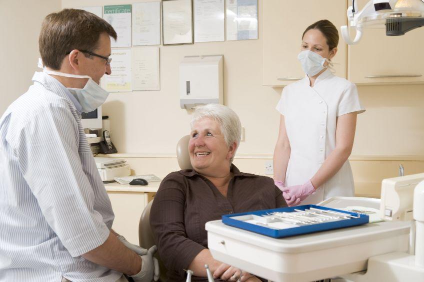 Stan zębów pomaga zdiagnozować demencję