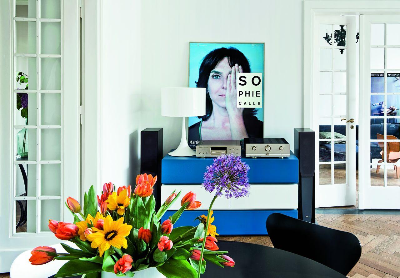Lampa Flos i plakat z wystawy Sophie Calle (Fot. Jakub Pajewski)