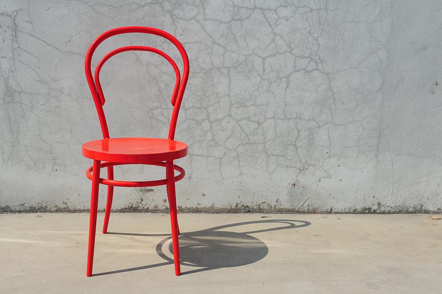 Thonet - klasyczne krzesło z drewna