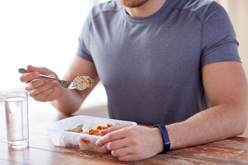 Zdrowe śniadanie dla mężczyzny