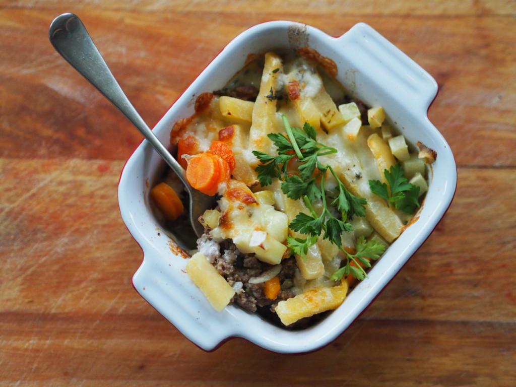 Zapiekanka z jagnięciną, serem i warzywami