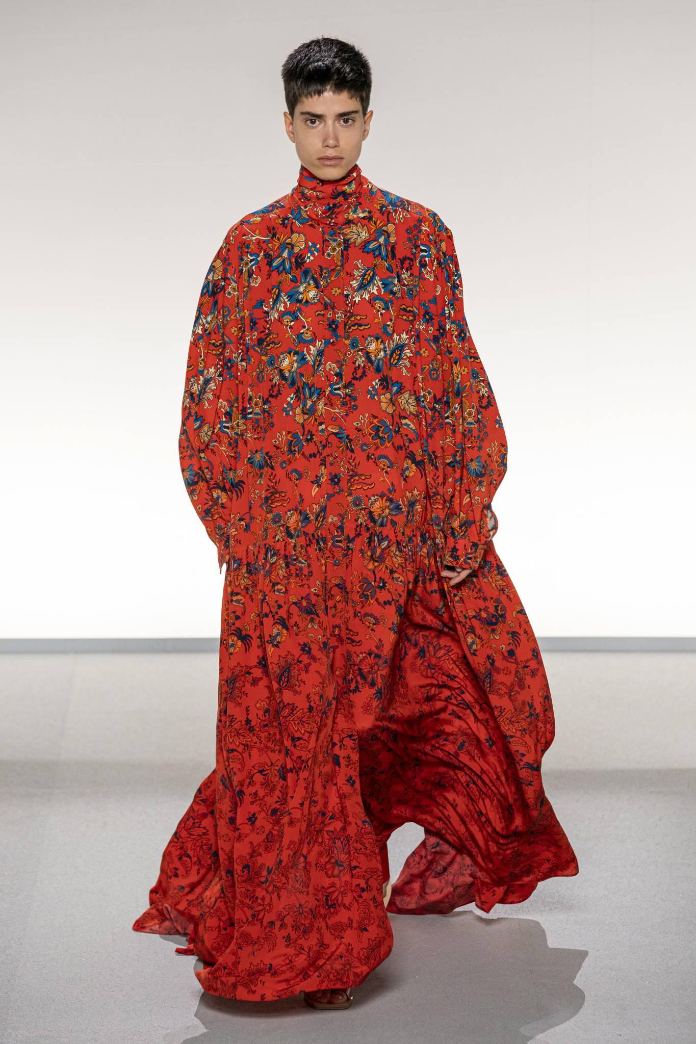 Sukienki na wiosnę 2020 - inspiracje z wybiegów