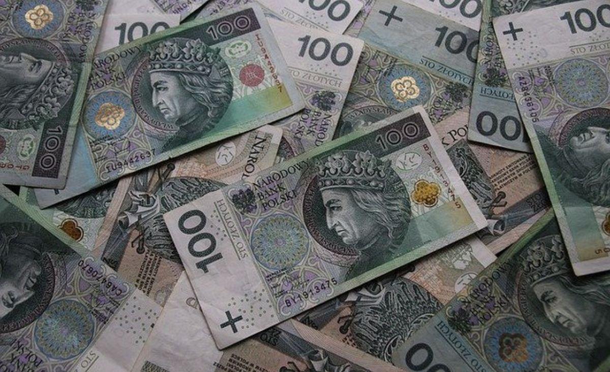 Jak zainwestować 10 tysięcy złotych – lokata czy rachunek oszczędnościowy?