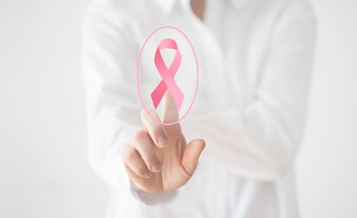 Rak piersi: mamy skuteczne terapie. Rozmowa z onkologiem klinicznym dr. Tomaszem Sarosiekiem
