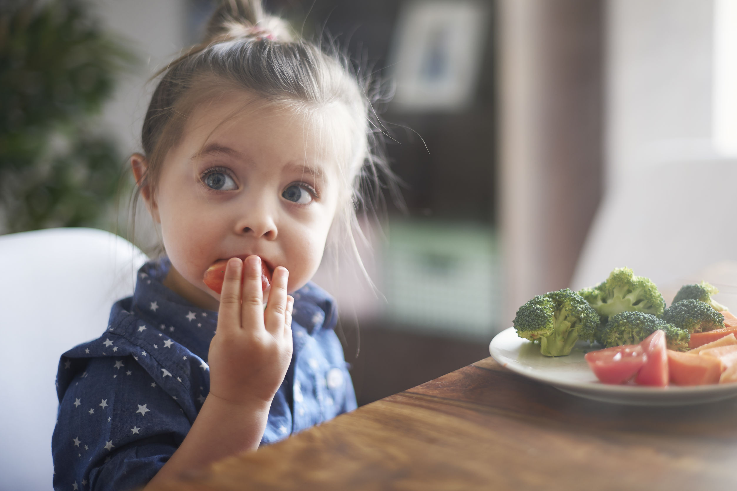 40290339 - eating vegetables by child make them healthier
